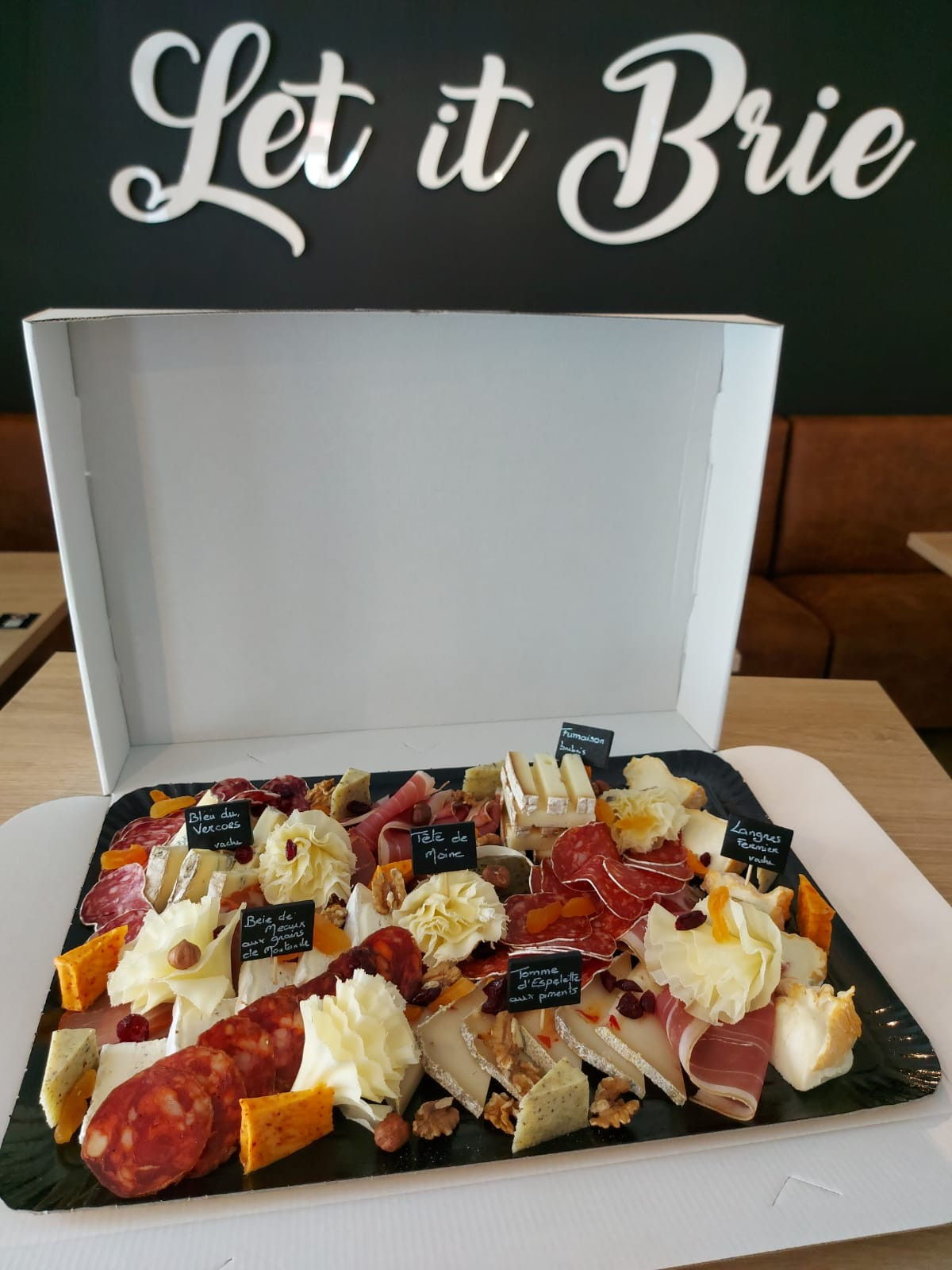 plateau fromages/charcuteries 4/5 personnes